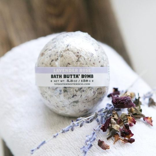 BathBomb_LavenderRose_Tub