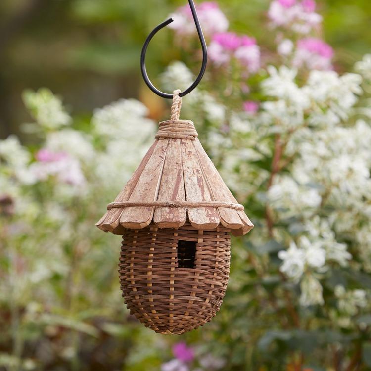 cone roof birdhouse 1
