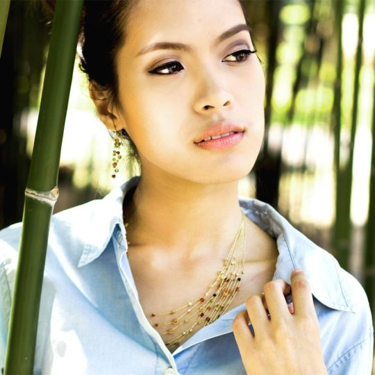 reena necklace model